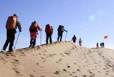 探索史诗级沙漠 腾格里徒步(5日行程)