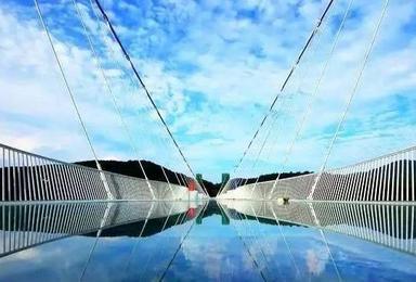 张家界玻璃桥 大峡谷 黄龙洞(3日行程)