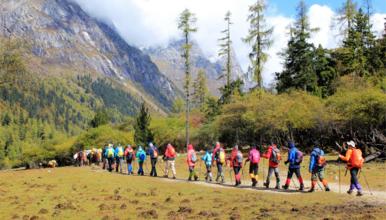 中国十大经典徒步线路之一 四姑娘山长坪沟穿越毕棚沟,长穿毕(5日行程)