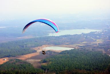想飞上天和太阳肩并肩 这周六小嘿带你去飞滑翔伞(1日行程)