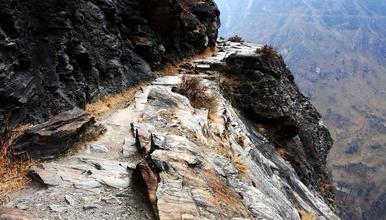 世界十大经典徒步路线 徒步虎跳峡(2日行程)