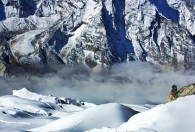 尼泊尔珠峰大本营徒步EBC 攀登六千米级岛峰(15日行程)