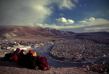 探访苦修密地 走进佛国世界色达 亚青寺 甘孜之旅(8日行程)
