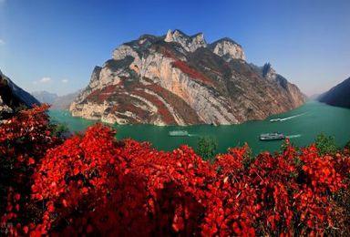 船行观两岸奇峰 徒步赏满山红叶 奉节天坑地缝 三峡畅游(4日行程)