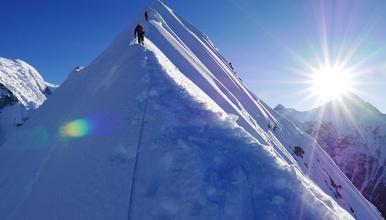 6000米技术性雪山 尼泊尔岛峰Island Peak攀登(13日行程)