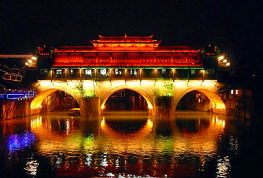 春节休闲游 张家界 魅力湘西 凤凰古城 矮寨大桥 红石林(6日行程)