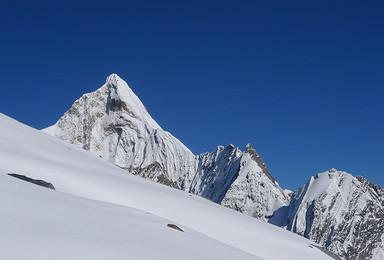 初级雪山攀登 四姑娘山大海子徒步露营 二峰登山(6日行程)