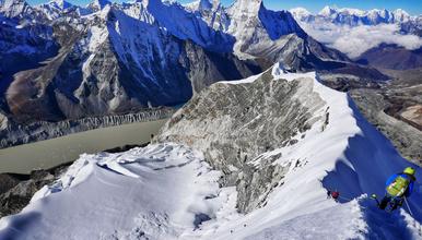 尼泊尔 珠穆朗玛峰南坡大本营EBC徒步  岛峰攀登(17日行程)