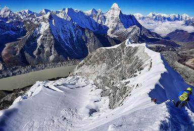 朝圣世界之巅 尼泊尔珠峰南坡大本营EBC徒步 岛峰攀登(17日行程)