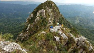 挑战岩脊锋刃 佛冈第一险峰黄花石寨爬山 荒野攀岩(1日行程)