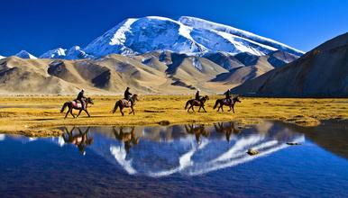 南疆人文风光全景 探秘帕米尔高原 穿越死亡之海塔克拉玛干沙漠(13日行程)