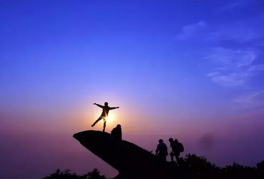 周周发 夜爬泰山 登泰山 观日出 游大明湖 趵突泉(2日行程)