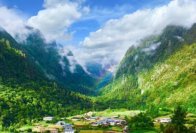 丽江往返雨崩亚丁11日旅行 在雨崩徒步 把灵魂交给稻城亚丁(11日行程)