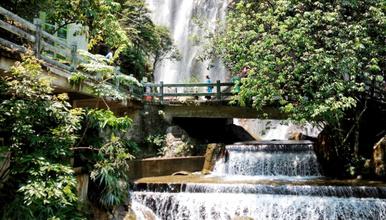 四会溯溪避暑 游十里奇石河 探险玻璃桥 赏银龙大瀑布溯溪(1日行程)