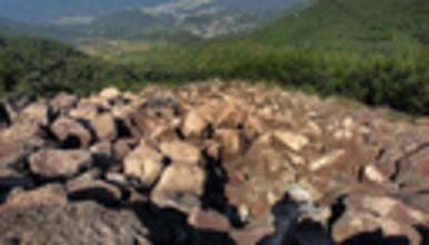 登覆卮山 触冰川遗迹 攀爬石浪河群 赏岭南梯田(1日行程)
