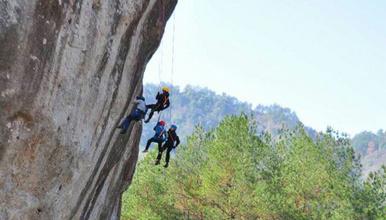 徒步缙云最美山脊线 穿越乌大岩 马鞍岩 刺激百米崖降体验(3日行程)