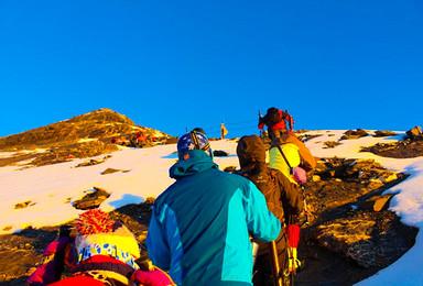 初级雪山 四姑娘山二峰  大峰  每天发团(3日行程)