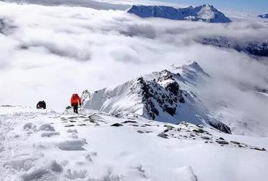 雪山攀登 四姑娘山二峰攀登5日挑战1比2协作(5日行程)
