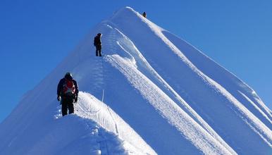 尼泊尔 珠穆朗玛峰南坡登山大本营EBC徒步加岛峰攀登(19日行程)
