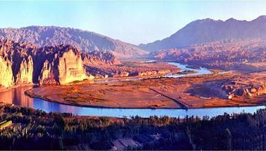 黄河石林+体验羊皮筏子渡黄河+品当地特色美食+饮马沟骑毛(1日行程)