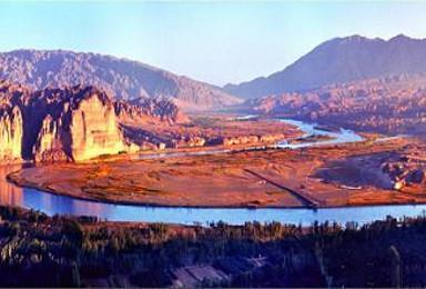黃河石林+體驗羊皮筏子渡黃河+品當地特色美食+飲馬溝騎毛(1日行程)