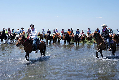 周末[乌兰布统骑马专线] 骑马深入草原腹地,体验草原深处风景(3日行程)