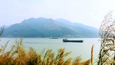 船渡西江羚羊峡品美食,徒步古栈道,景色可媲美三峡~(1日行程)