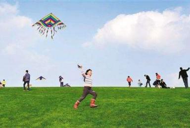 与胡杨林户外带着孩子东天山放风筝去(1日行程)