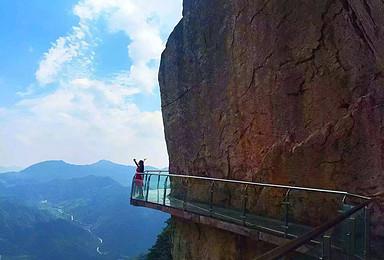 赏红叶 吃吊锅 戏猕猴 乘观光电梯 走玻璃栈道(2日行程)