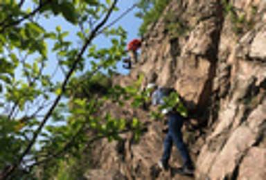 山脊上的行走 穿越高骊山巅 手脚并用的登山体验 感受登山乐趣(1日行程)
