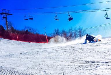 南山滑雪 26条初中高级雪道-北京超大型雪场,高档滑雪(1日行程)