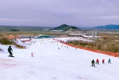莲花山滑雪 距离北京最近的大型雪场-少坐一会儿车多滑一会儿雪(1日行程)