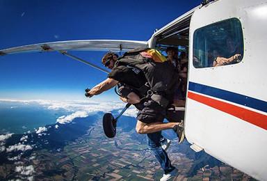 浙江杭州千岛湖跳伞[3300米高度+45秒自由落体](1日行程)