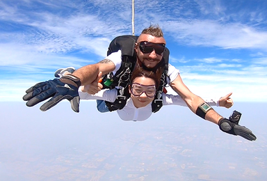 广东阳江高空跳伞[4000米高度+55秒自由落体+高铁直达](1日行程)