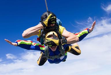 海南三亚东方高空跳伞[4000米高度+海上跳伞](1日行程)