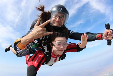 天津3000米高空跳伞[专业教练+天津网红跳伞基地](1日行程)