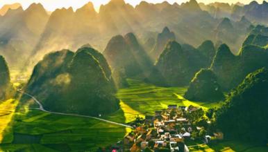 [贵州黔西南]万峰林+黄果树瀑布+马岭河+天龙屯堡+南龙古寨(6日行程)